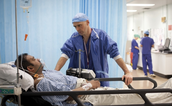 Anaesthetist discusses treatment with a patient